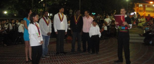 The plaque is presented at the outdoor concert in Acarigua-Araure